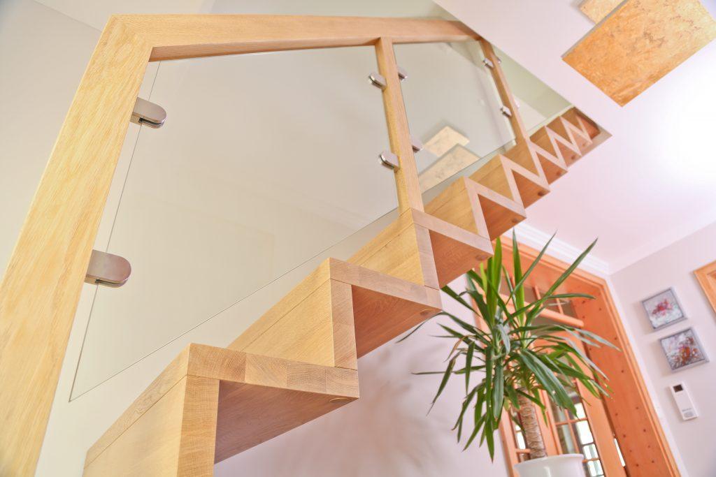 faltwerktreppe mit glasgel nder schreinerei birkner. Black Bedroom Furniture Sets. Home Design Ideas