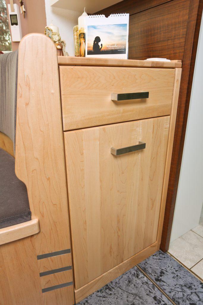 runde eckbank mit integrierten lichtstrahlern schreinerei birkner. Black Bedroom Furniture Sets. Home Design Ideas