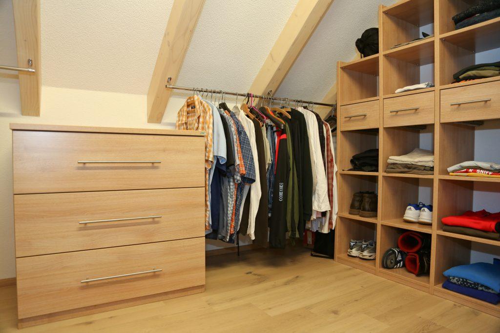 kleiderschrank unter dachschr ge schreinerei birkner. Black Bedroom Furniture Sets. Home Design Ideas