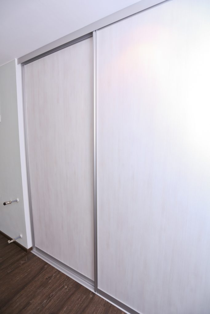 begehbarer kleiderschrank in wei schreinerei birkner. Black Bedroom Furniture Sets. Home Design Ideas