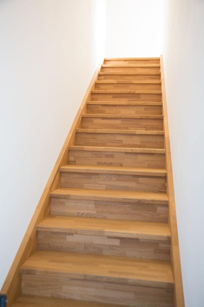 aufgesattelte treppe schreinerei birkner. Black Bedroom Furniture Sets. Home Design Ideas